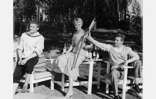 Mikko Niskanen, Elina Pohjanpää ja Pentti Siimes.