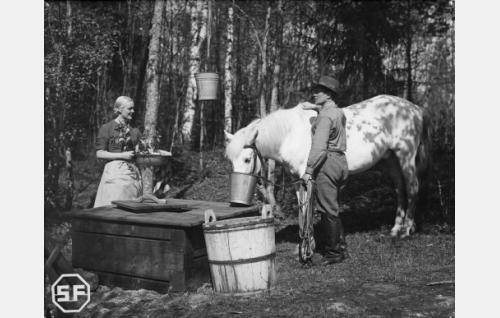 Kaisu Leppänen ja Eino Kaipainen.