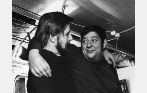 Erik Suomies (Eero Rinne) ja Pete Vilpponen (Tauno Hautaniemi).