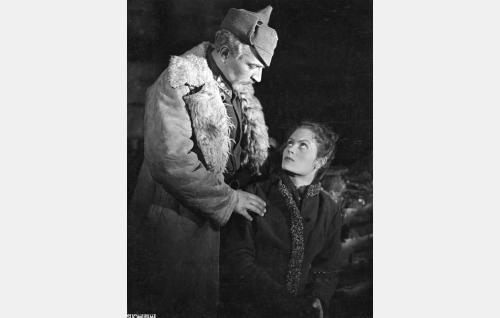 Vartiopäällikkö Gregor (Santeri Karilo) ja Eliisa (Irma Seikkula).
