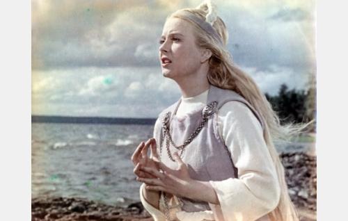 Annikki (Eve Kivi).