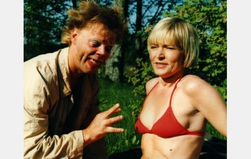 Uuno Turhapuro (Vesku Loiri) ja hänen vaimonsa Elisabeth Turhapuro  (Marjatta Raita).