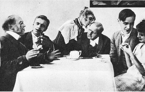 Henkilöt vasemmalta: maalaislääkäri Nimrod Reseptén (Matti Jurva), Jallu Äkkiväärä (Onni Veijonen), Eulalia Reseptén (Hildur Lehmus), asemapäällikkö Semaforus Obstinatus Fasán (Väinö Lehmus), Felix-Leo Fasán (Birger Pohjanheimo) ja metsänvartijan Kerttu (Saima Lehmus).