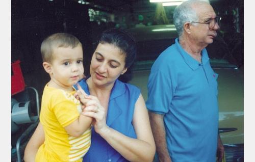 Maximiliano, tytär ja tyttärenpoika.