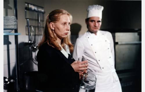 Ilona Koponen (Kati Outinen) ja Lajunen, kokki (Markku Peltola)