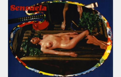 Laila (Marianne Mardi) saunan lauteilla.