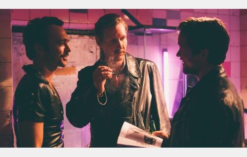 Doug (Seumas Sargent), Touko (Pekka Strang) ja Jack (Jakob Oftebro). Kuva: Josef Persson.