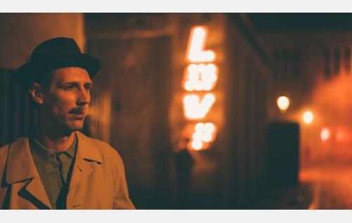 Touko (Pekka Strang) Berliinissä. Kuva: Josef Persson.