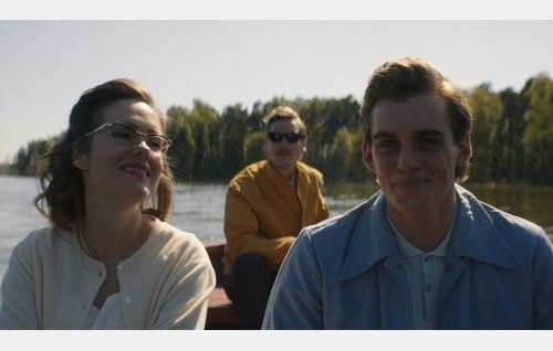 Kaija (Jessica Grabowsky), Touko (Pekka Strang) ja Nipa (Lauri Tilkanen). Kuva: Helsinki-filmi Oy.