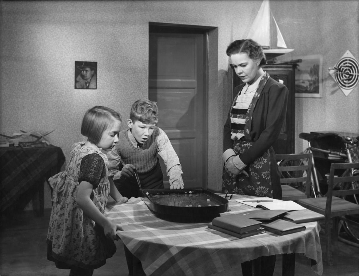Suomisen perhe | Elonet